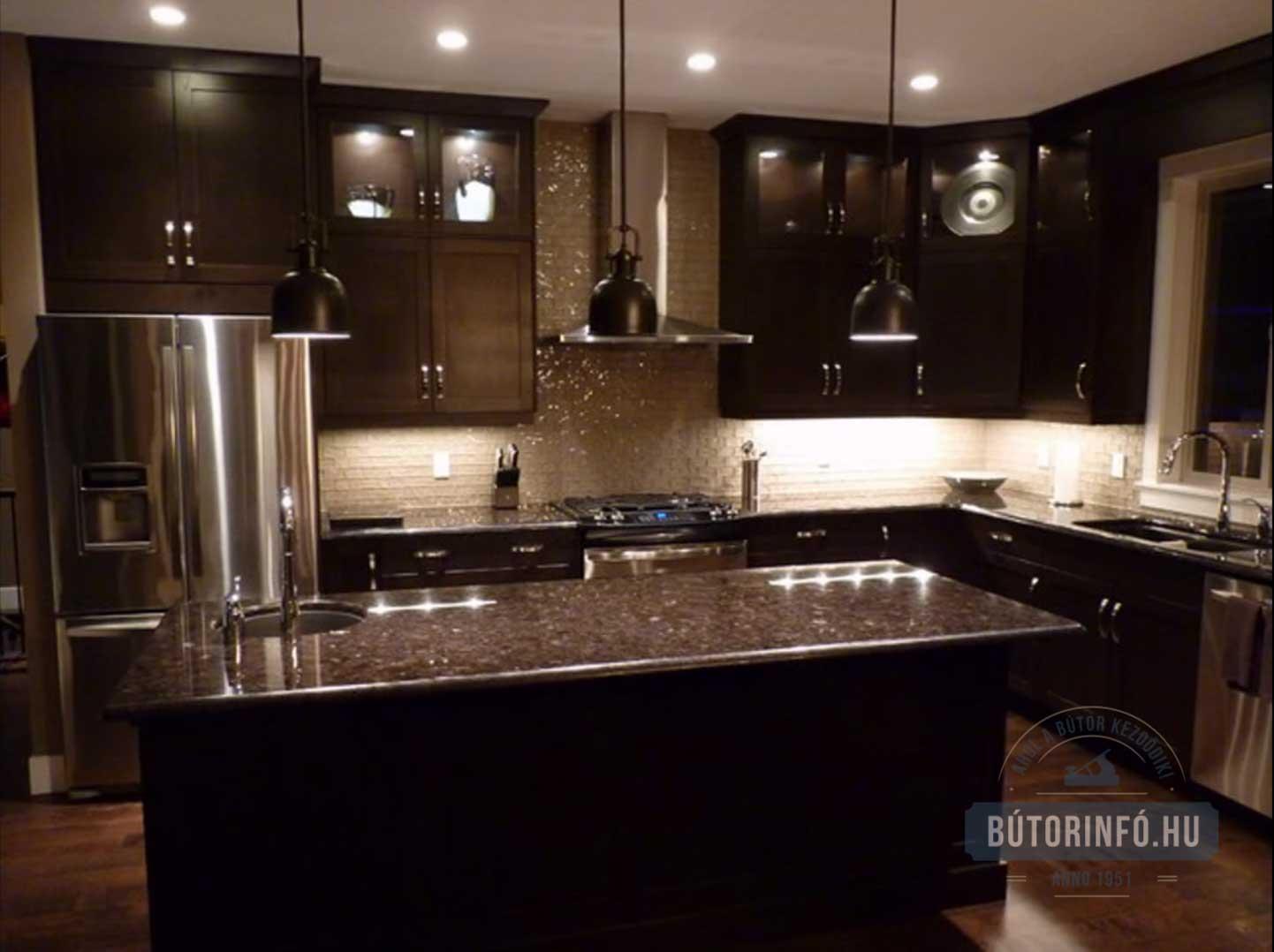 Sötét színű egyedi konyhabútor